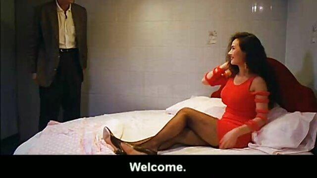 أنت على مواقع افلام سكس اجنبيه الأريكة البيضاء