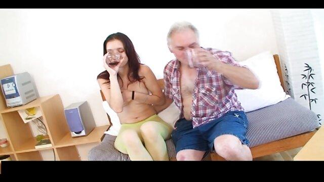 لعق صديقته قبل مشاهد اباحية من افلام اجنبية ممارسة الجنس